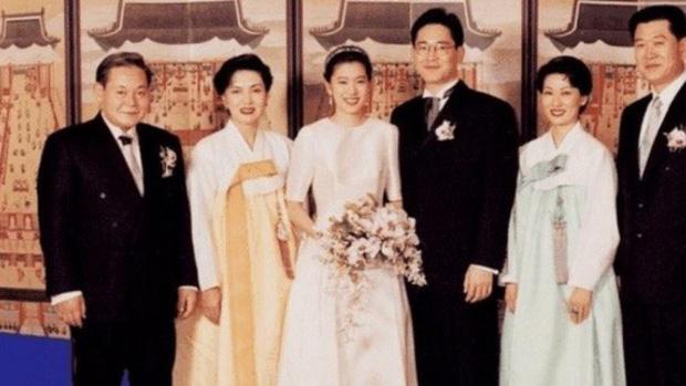 """Tiểu công chúa đế chế Samsung: Chiều cao khủng, bức ảnh cầm iPhone làm dậy sóng MXH và loạt fact ít ai biết về """"biểu tượng rich kid Hàn Quốc"""" - Ảnh 8."""