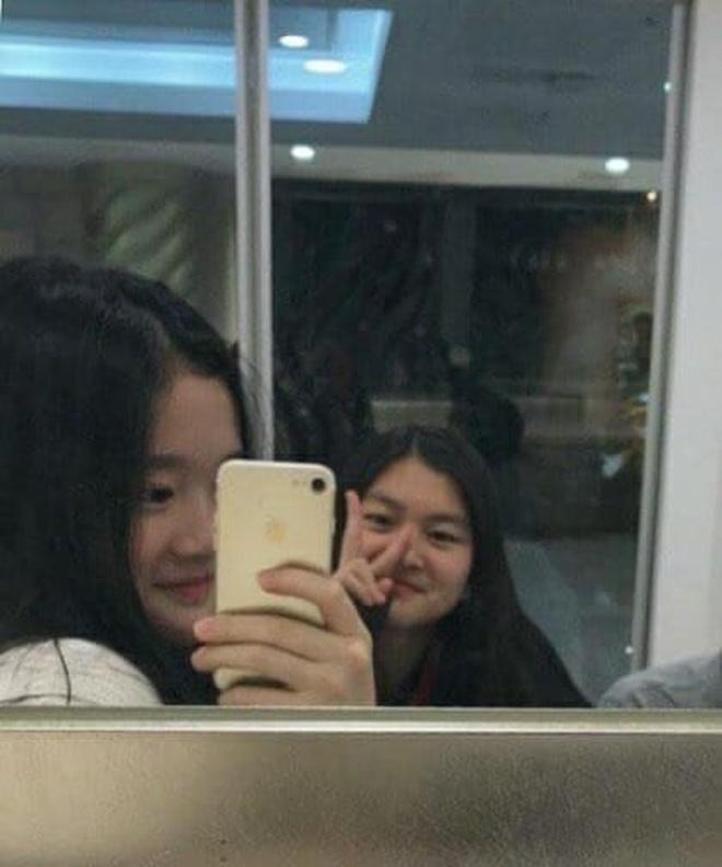 """Tiểu công chúa đế chế Samsung: Chiều cao khủng, bức ảnh cầm iPhone làm dậy sóng MXH và loạt fact ít ai biết về """"biểu tượng rich kid Hàn Quốc"""" - Ảnh 9."""
