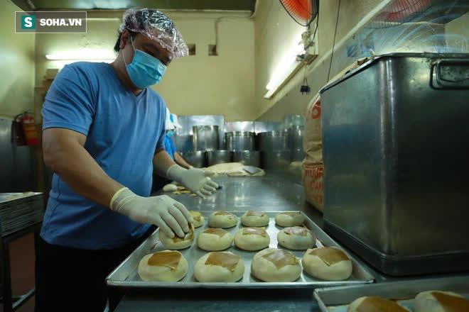 Tiệm bánh pía 73 năm của người Hoa làm ra chiếc bánh độc nhất trên thị trường thế nào? - Ảnh 11.