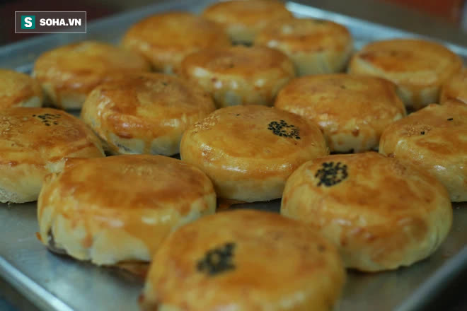 Tiệm bánh pía 73 năm của người Hoa làm ra chiếc bánh độc nhất trên thị trường thế nào? - Ảnh 1.