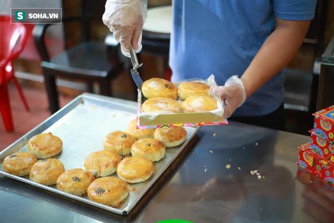 Tiệm bánh pía 73 năm của người Hoa làm ra chiếc bánh độc nhất trên thị trường thế nào? - Ảnh 14.