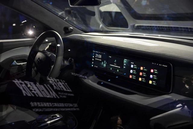 Huawei trình làng mẫu xe điện đầu tiên với khả năng chạy 700 km sau mỗi lần sạc