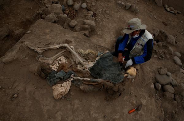 Kim tự tháp ở Peru xây dựng cách đây 4000 năm nhưng bên trong lại có 16 bộ hài cốt của người nhà Thanh: Hé lộ quá khứ tủi nhục - Ảnh 1.