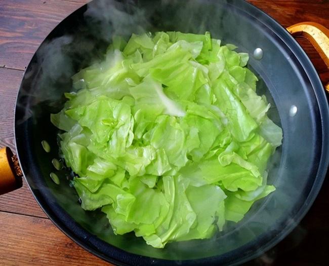 Xào bắp cải đừng vội cho vào chảo, làm thêm bước này đảm bảo rau mềm - Ảnh 2.