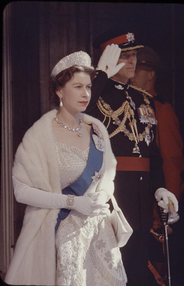 4 món quà chất đầy tâm tư mà Hoàng thân Philip tặng cho Nữ hoàng Anh, trở thành kỷ vật đi cùng bà suốt những năm tháng đẹp nhất đời - Ảnh 3.