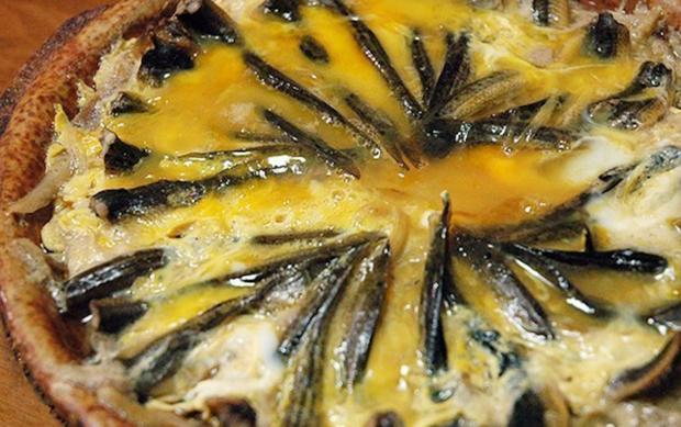 """Có những món ăn được xem là """"đỉnh cao"""" ẩm thực nhưng quá trình làm nên chúng lại vô cùng dã man và tàn nhẫn - Ảnh 7."""
