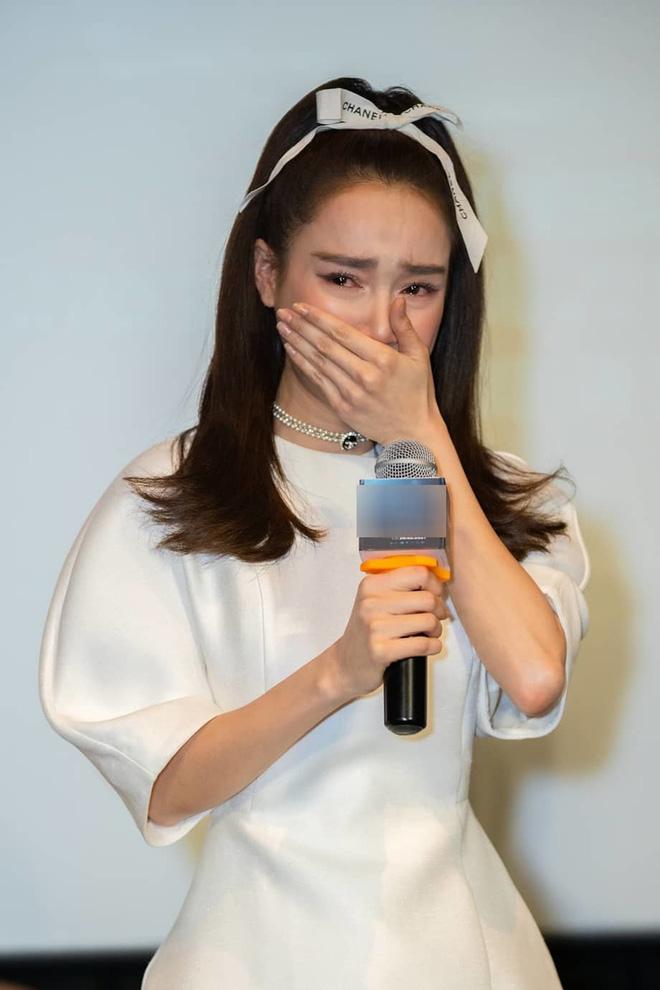 Khung hình tiên tri chấn động Vbiz: Cả dàn mỹ nhân trong ảnh Nhã Phương, Ngọc Trinh, Lan Ngọc đều dính liên hoàn scandal  - Ảnh 8.
