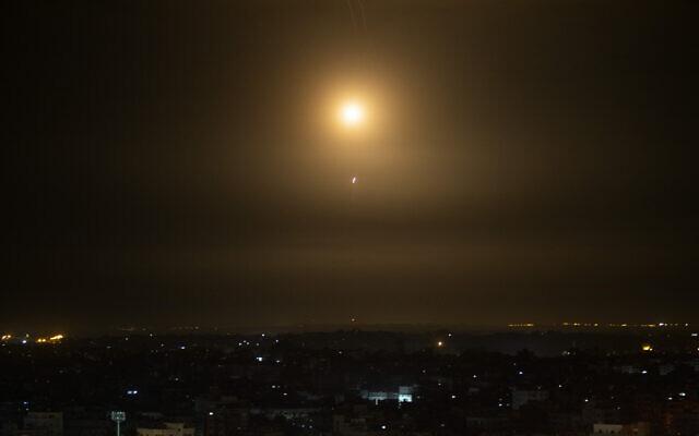 Thông tin mới nhất vụ tàu ngầm Indonesia mất tích - Báo động tấn công gần lò phản ứng hạt nhân của Israel - Ảnh 1.