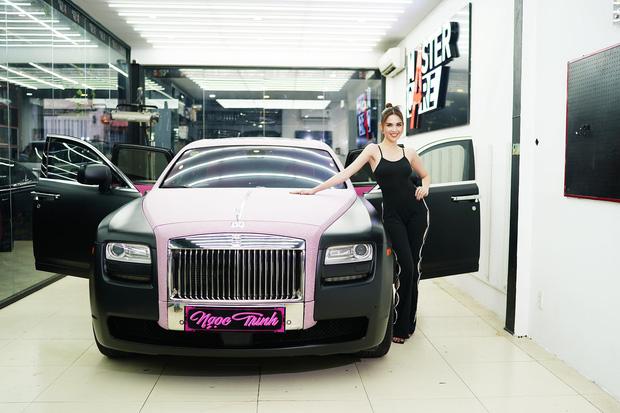 Siêu xe Rolls-Royce mới tậu của Ngọc Trinh thực ra chỉ là dòng đã qua sử dụng, giá không đến 30 tỷ đồng? - Ảnh 3.