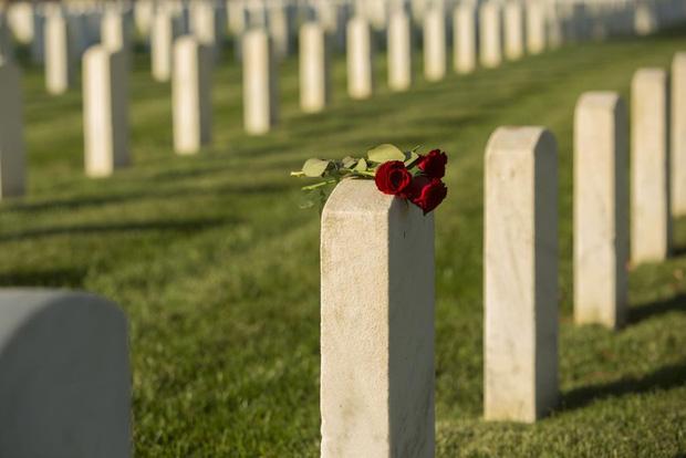 """Thiếu niên 15 tuổi qua đời bị """"phân thân"""" tổ chức 2 đám tang, chia tro cốt xây 2 ngôi mộ riêng biệt vì nguyên nhân khó tin và đau lòng - Ảnh 3."""