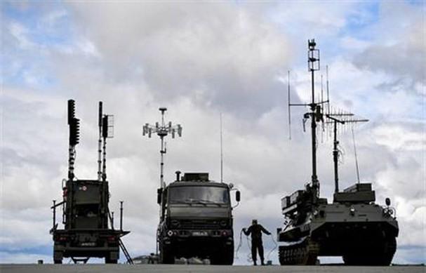 Căn cứ HQ Indonesia căng thẳng, binh sĩ được lệnh canh gác nghiêm ngặt - Biến động lớn gần biên giới Ukraine, Nga hành động quá bất ngờ - Ảnh 1.