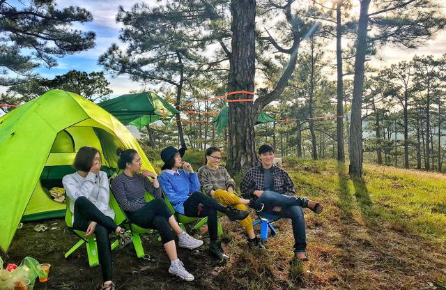 Chưa kịp đặt tour du lịch 30/4-1/5, bạn vẫn có thể trải qua kỳ nghỉ đáng nhớ với 4 địa điểm cắm trại vừa rộng vừa thoáng này: Cùng gia đình khám phá cuộc sống theo cách khác - Ảnh 4.