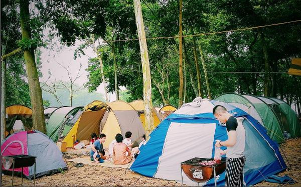 Chưa kịp đặt tour du lịch 30/4-1/5, bạn vẫn có thể trải qua kỳ nghỉ đáng nhớ với 4 địa điểm cắm trại vừa rộng vừa thoáng này: Cùng gia đình khám phá cuộc sống theo cách khác - Ảnh 6.