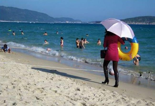 Bắt gặp những khoảnh khắc siêu hài trên bãi biển khiến bao người bật cười - Ảnh 7.