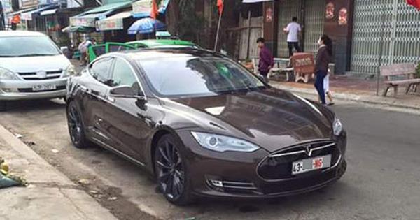 Xót xa hình ảnh Tesla Model S đầu tiên Việt Nam bị phủ bụi kín đặc sau 7 năm về nước - Ảnh 2.