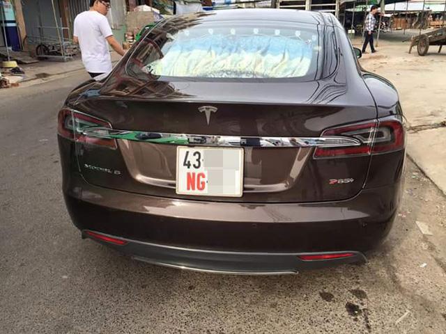 Xót xa hình ảnh Tesla Model S đầu tiên Việt Nam bị phủ bụi kín đặc sau 7 năm về nước - Ảnh 3.