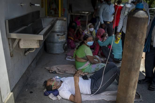 Ấn Độ gửi cảnh báo 'lạnh gáy', dọa treo cổ những 'kẻ cướp' bình oxy - Ảnh 1.