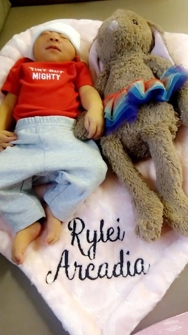 Bác sĩ thông báo con chào đời sẽ không có não và không sống được quá 1 giờ, thai phụ quyết giữ con với lý do khiến mọi người không cầm được nước mắt - Ảnh 8.