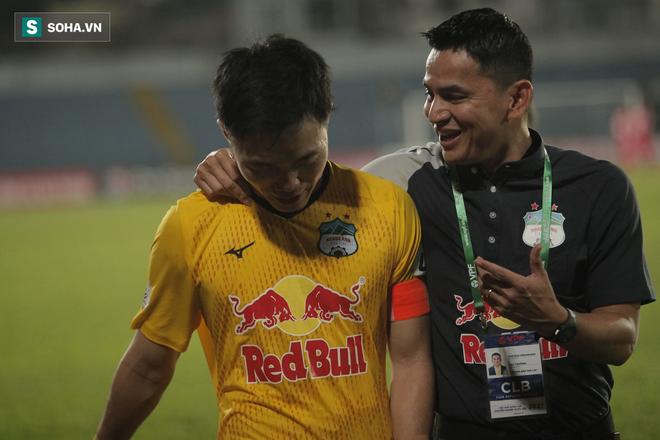 HLV Kiatisuk và HAGL siêu hot, khiến fan Thái Lan đòi mua bản quyền V.League - Ảnh 1.