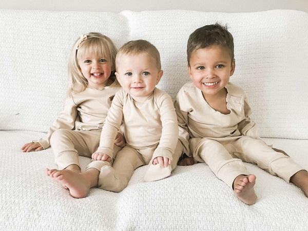 Nhận nuôi 2 bé sơ sinh bị bỏ rơi tại cùng một bệnh viện, người phụ nữ vỡ òa khi biết về xuất thân các con - Ảnh 4.