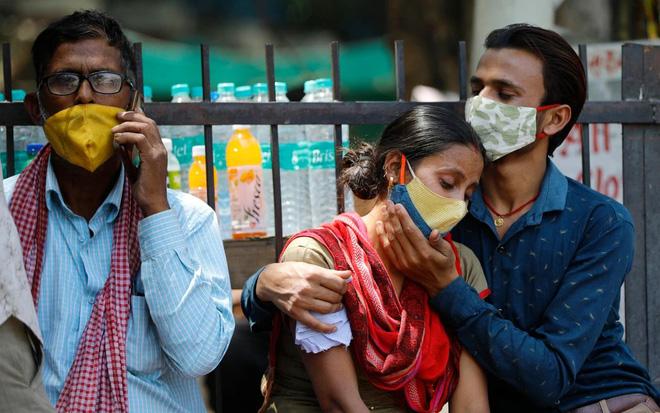 Bệnh nhân Covid-19 ở Ấn Độ xuất hiện thêm các triệu chứng mới: Chảy máu mũi - miệng, lú lẫn - Ảnh 4.