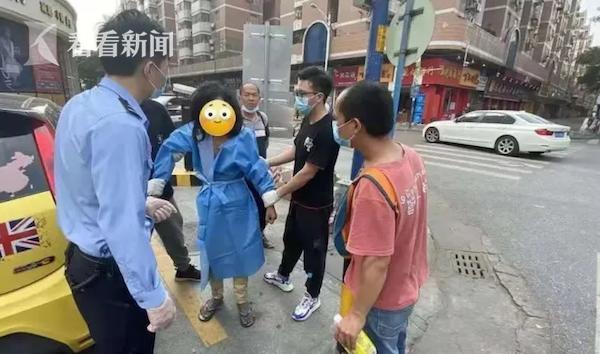 Đi giao hàng vô tình gặp 1 người vô gia cư, sau khi đến gần quan sát kỹ, người đàn ông đi thẳng đến đồn cảnh sát trình báo - Ảnh 2.