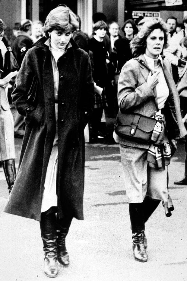 """Những khoảnh khắc hiếm có Công nương Diana chung khung hình cùng bà Camilla - """"kẻ thứ 3"""" gây ám ảnh suốt 15 năm hôn nhân bi kịch - Ảnh 2."""