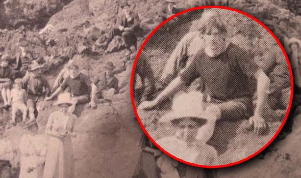 Bức ảnh từ năm 1917 xuất hiện chi tiết kỳ lạ: Lại thêm một bằng chứng về cỗ máy thời gian là có thật? - Ảnh 1.