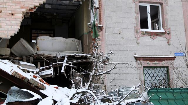 Kiev dùng mọi hỏa lực trong tay tấn công Donbass - Trực thăng QS không vận đặc nhiệm Ukraine và NATO áp sát biên giới Nga? - Ảnh 1.