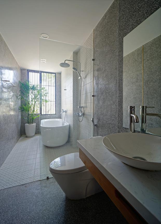 Sở hữu lô đất có vị thế đẹp, vợ chồng Đà Nẵng xây ngôi nhà nhỏ nhưng xuất sắc đến mức lên cả báo Mỹ - Ảnh 12.