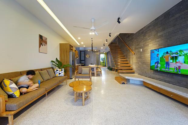 Sở hữu lô đất có vị thế đẹp, vợ chồng Đà Nẵng xây ngôi nhà nhỏ nhưng xuất sắc đến mức lên cả báo Mỹ - Ảnh 4.