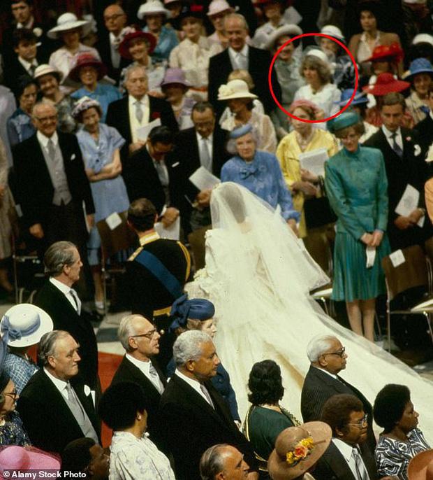 """Những khoảnh khắc hiếm có Công nương Diana chung khung hình cùng bà Camilla - """"kẻ thứ 3"""" gây ám ảnh suốt 15 năm hôn nhân bi kịch - Ảnh 7."""