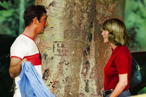 """Những khoảnh khắc hiếm có Công nương Diana chung khung hình cùng bà Camilla - """"kẻ thứ 3"""" gây ám ảnh suốt 15 năm hôn nhân bi kịch - Ảnh 9."""