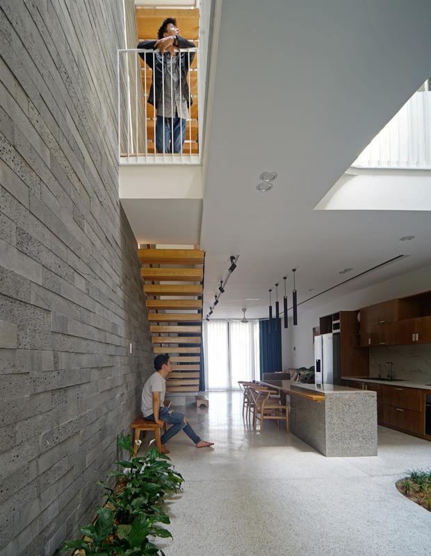 Sở hữu lô đất có vị thế đẹp, vợ chồng Đà Nẵng xây ngôi nhà nhỏ nhưng xuất sắc đến mức lên cả báo Mỹ - Ảnh 7.