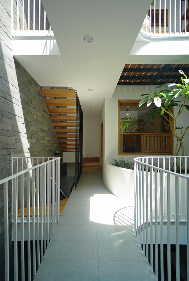 Sở hữu lô đất có vị thế đẹp, vợ chồng Đà Nẵng xây ngôi nhà nhỏ nhưng xuất sắc đến mức lên cả báo Mỹ - Ảnh 8.