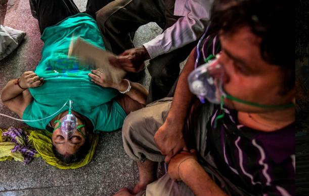 Ấn Độ: Bác sĩ phù thủy dùng sắt nung đóng dấu lên người bệnh nhân để chữa COVID-19 - Ảnh 1.