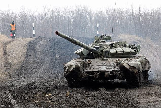 Nga đột ngột báo động sẵn sàng chiến đấu ở Crimea - Chiến tranh với Ukraine có thể diễn ra trong vài tuần tới - Ảnh 1.