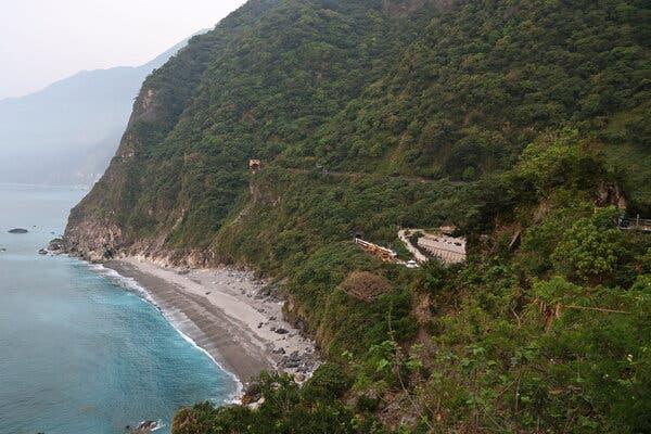 Nỗi ám ảnh từ chuyến tàu tử thần Đài Loan: Không khí tanh nồng mùi máu, em bé chết trên tay cha - Ảnh 3.