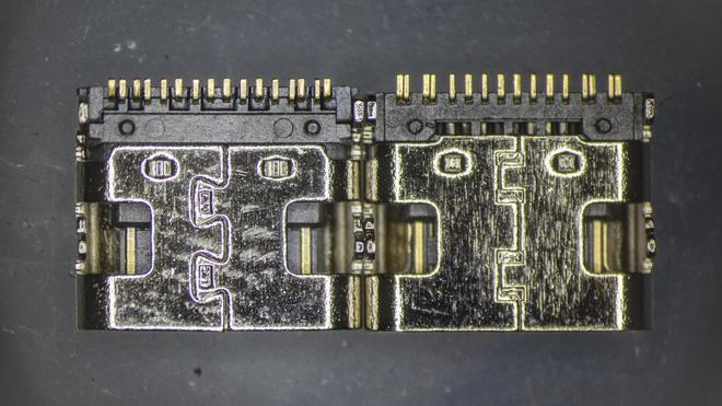 So sánh đầu nối USB-C loại 1 nghìn đồng và 5 nghìn đồng dưới kính hiển vi: đắt hơn gấp 5 nhưng chất lượng có hơn tương xứng? - Ảnh 1.