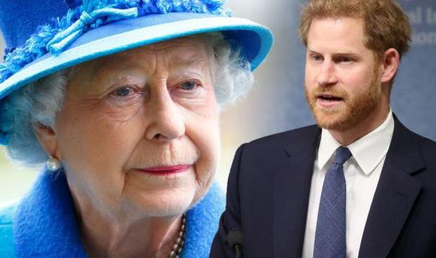 Nữ hoàng Anh nhân nhượng và bỏ qua cho Harry hết lần này đến lần khác dù bị cháu trai phản bội, hóa ra xuất phát từ một lý do đau lòng - Ảnh 4.