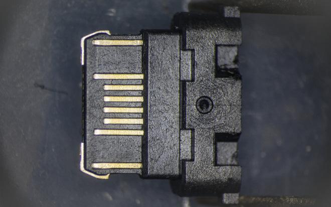 So sánh đầu nối USB-C loại 1 nghìn đồng và 5 nghìn đồng dưới kính hiển vi: đắt hơn gấp 5 nhưng chất lượng có hơn tương xứng? - Ảnh 12.