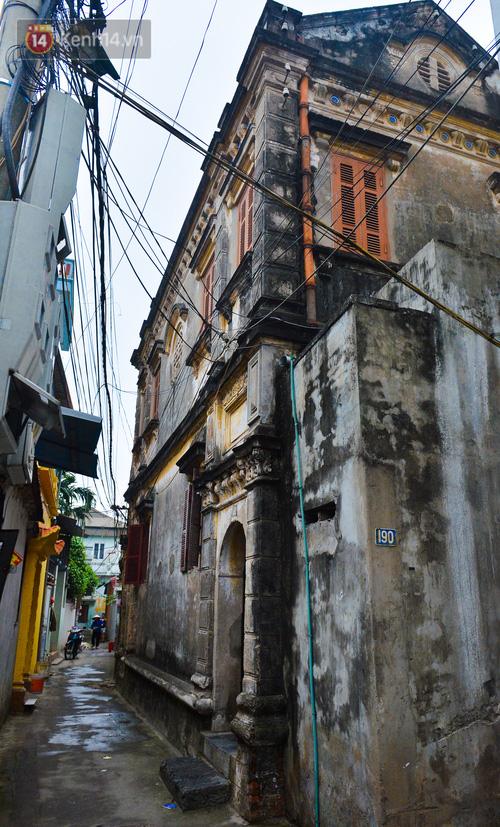 Cận cảnh biệt thự Pháp cổ hơn 100 năm của đại gia làng miến nức tiếng một thời ở Hà Nội - Ảnh 4.