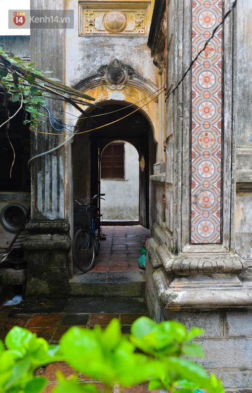 Cận cảnh biệt thự Pháp cổ hơn 100 năm của đại gia làng miến nức tiếng một thời ở Hà Nội - Ảnh 5.