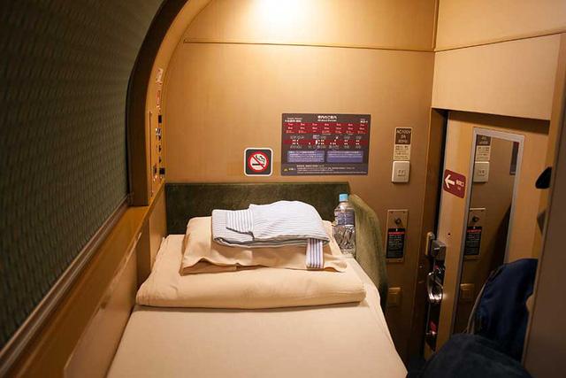 Có gì bên trong chuyến tàu xuyên đêm duy nhất còn sót lại ở Nhật Bản khiến khách du lịch phải thốt lên Không đi thì phí? - Ảnh 9.