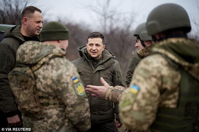 Nga kiểm tra khả năng sẵn sàng chiến đấu toàn lực lượng: Chiến sự Donbass nóng rẫy! - Ảnh 2.