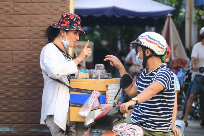 tạp nhạp trên mạng Chuyen-la-ve-co-tay-ban-hang-rong-o-sai-gon-toi-se-khong-ve-nha-ef5-5657630-16176839454132138383089