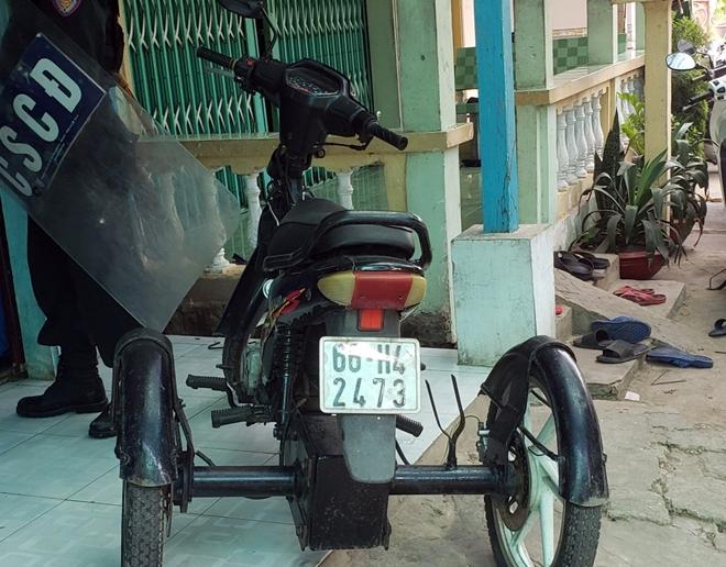 Vừa ra tù, ông trùm 1 chân dùng xe khuyết tật đi bán ma tuý - Ảnh 2.