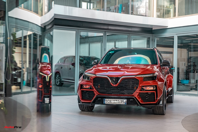 Chủ xe Bình Phước chi hàng trăm triệu độ VinFast Lux SA2.0: Ngoại hình như siêu SUV, công suất tăng 32 mã lực, riêng bộ mâm 100 triệu đồng - Ảnh 2.