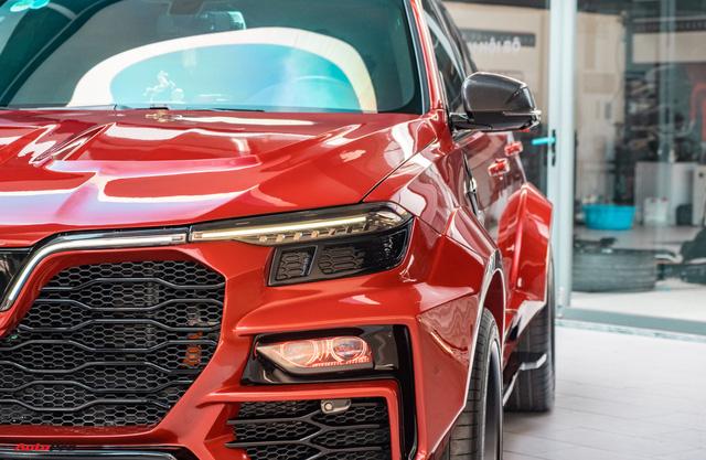 Chủ xe Bình Phước chi hàng trăm triệu độ VinFast Lux SA2.0: Ngoại hình như siêu SUV, công suất tăng 32 mã lực, riêng bộ mâm 100 triệu đồng - Ảnh 4.