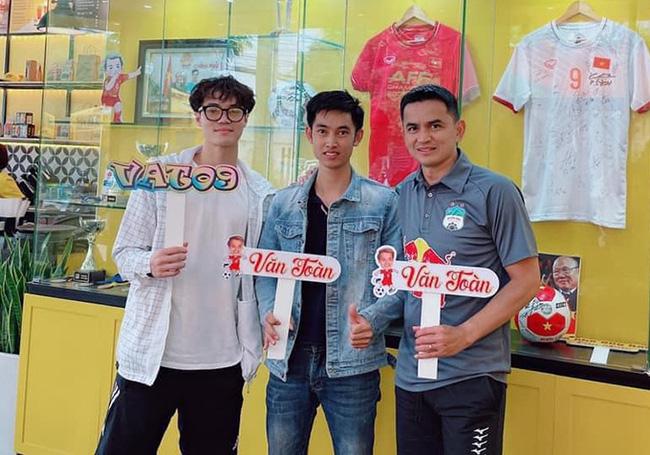 Cầu thủ Việt đá chéo sân thành các Chủ tịch mới trên thương trường - Ảnh 2.